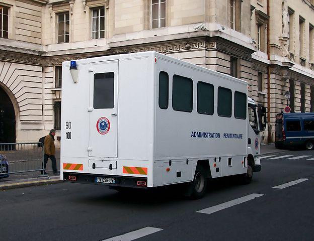 624px-Renault_Midlum,_Administration_pénitentiaire_Paris,_septembre_2013_-_2